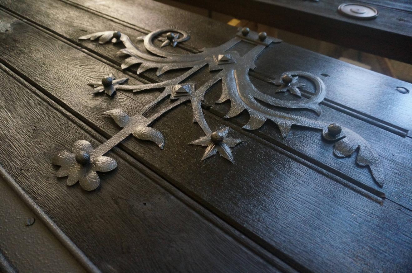 Obnova pôvodných dverí do mauzólea v Rakove